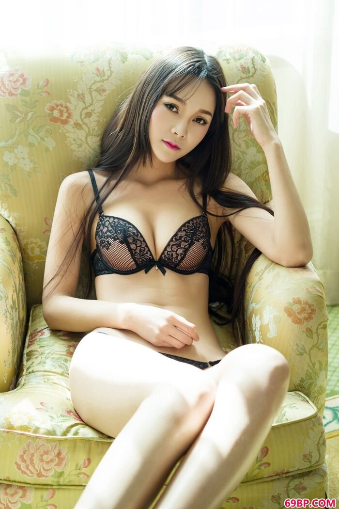 肥臀靓女刘雨酒店露搔首弄姿勾人魂_gogo老年人体艺术