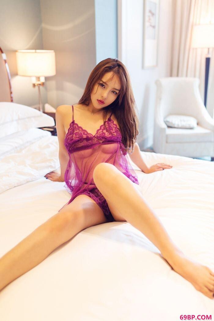 紫衣美女珍妮花薄透薄纱酥胸隐约可见_西西人体下体扒开图片动态图