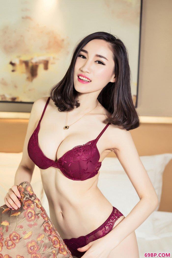 玫瑰御姐芝芝艺术片似裸非裸看点足_肥女大包鱼