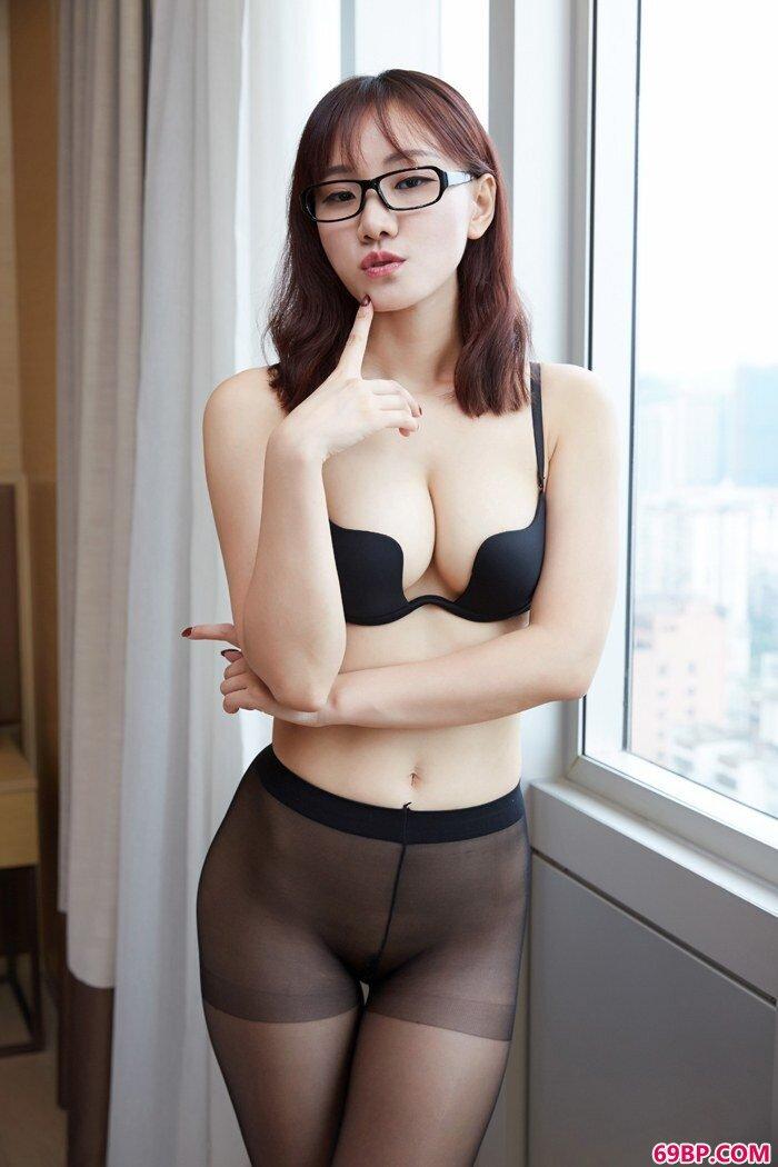 丝袜美人陌子秀秀长腿巨臀翘高高_国模秦雪超绝品三套50p