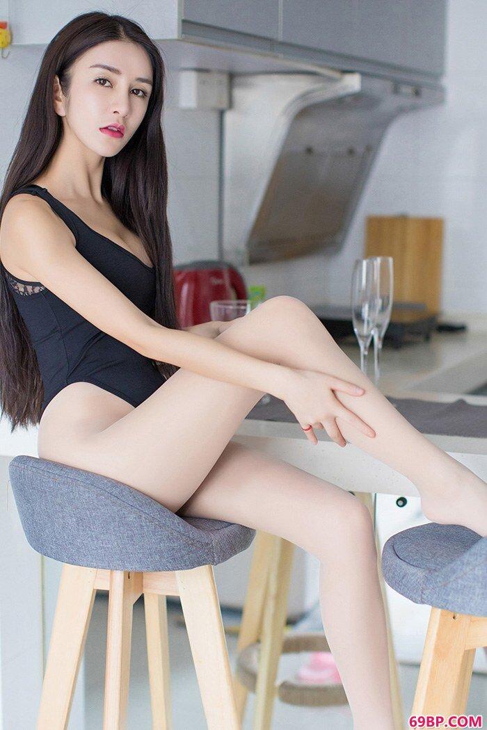 精品嫩妹李七喜全裸上阵风骚大胆