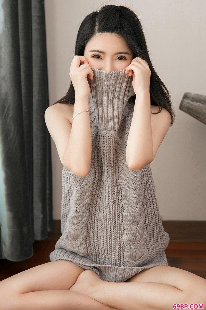 黑丝学生妹陈曦制服诱惑妙不可言_巴巴人大胆体艺顶级