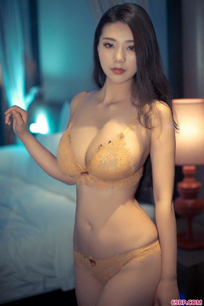 寂寞浪女宋KiKi衣衫不整春光乍泄_欧美精品videossex