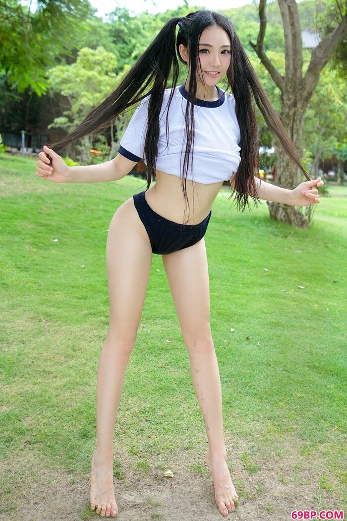 长腿美娇娘许文婷前凸后翘火辣沙滩_专业人体艺术照gogo
