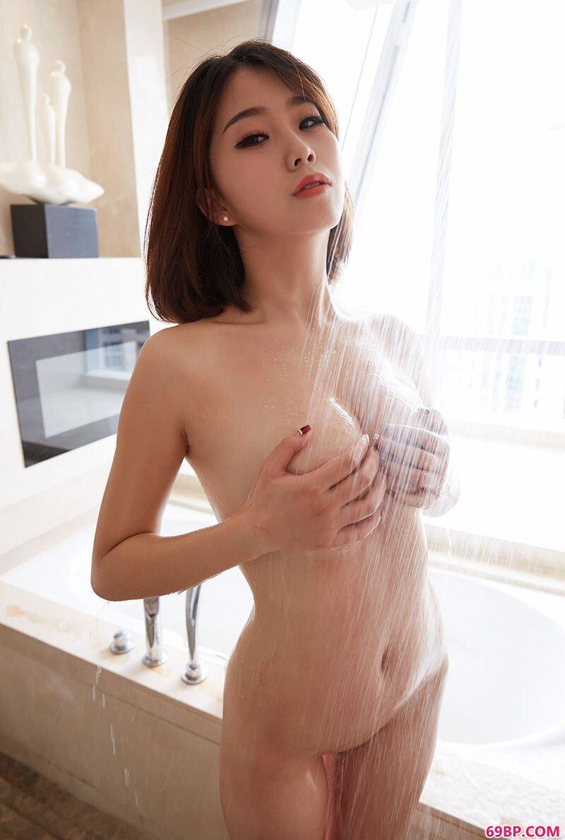 超性感熟妇晓雯大胆私房高清摄影_国内kTv女厕所WC偷窥