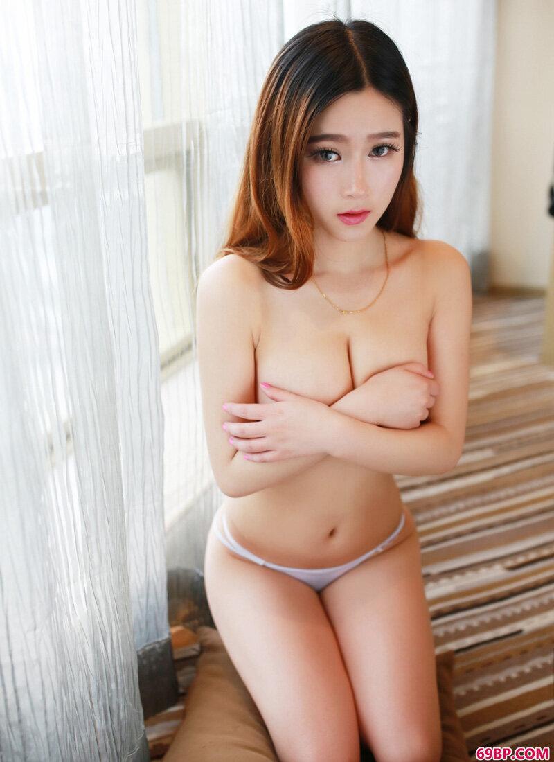 性感裸胸靓妹室内勾人写照_西西人体与艺术