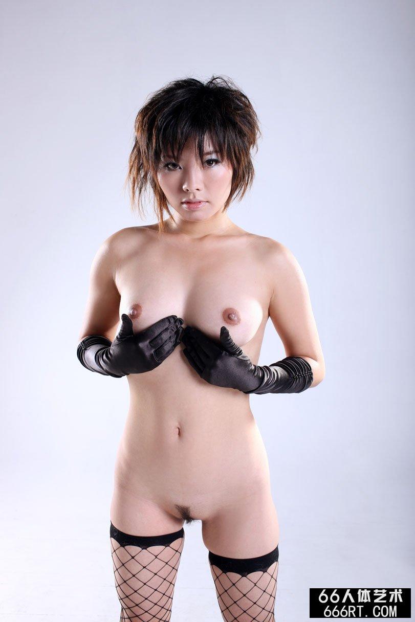 国产精品13p_裸模晓灵09年1月5日室拍性感丝袜袜人体