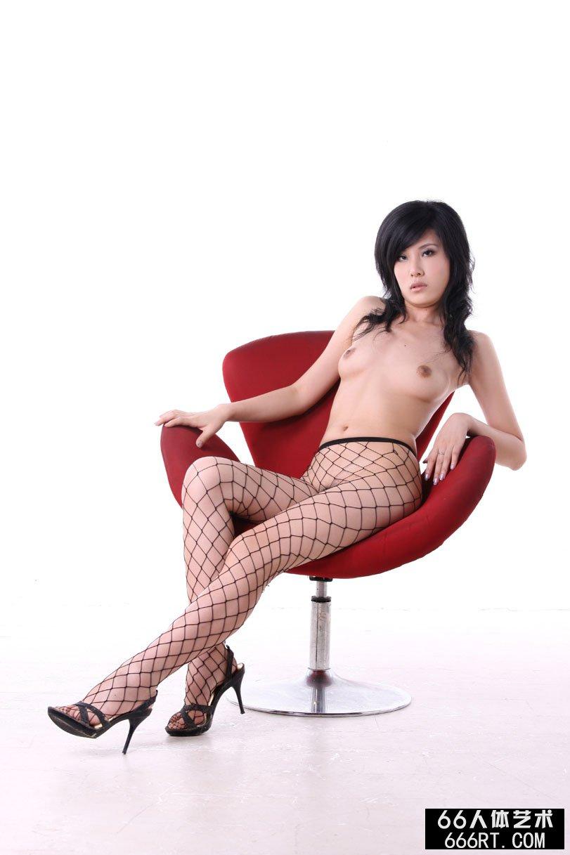 嫩模晓荷09年7月5日室拍诱人网衣人体