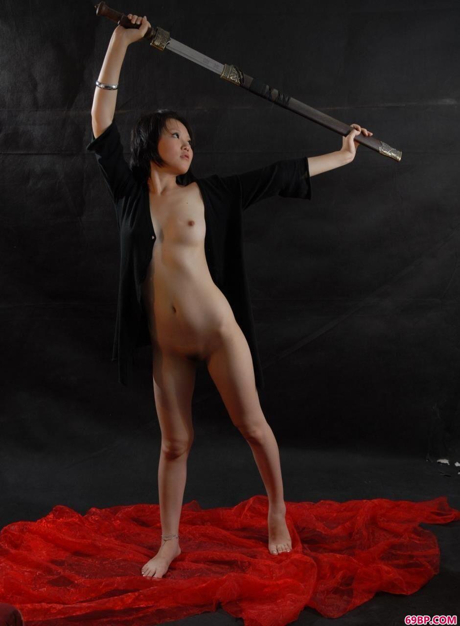 妹子梦梦图片棚里的性感黑丝剑法1