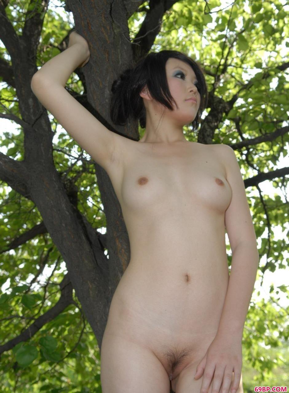 美模梦梦树林里的撩人美体1_36d