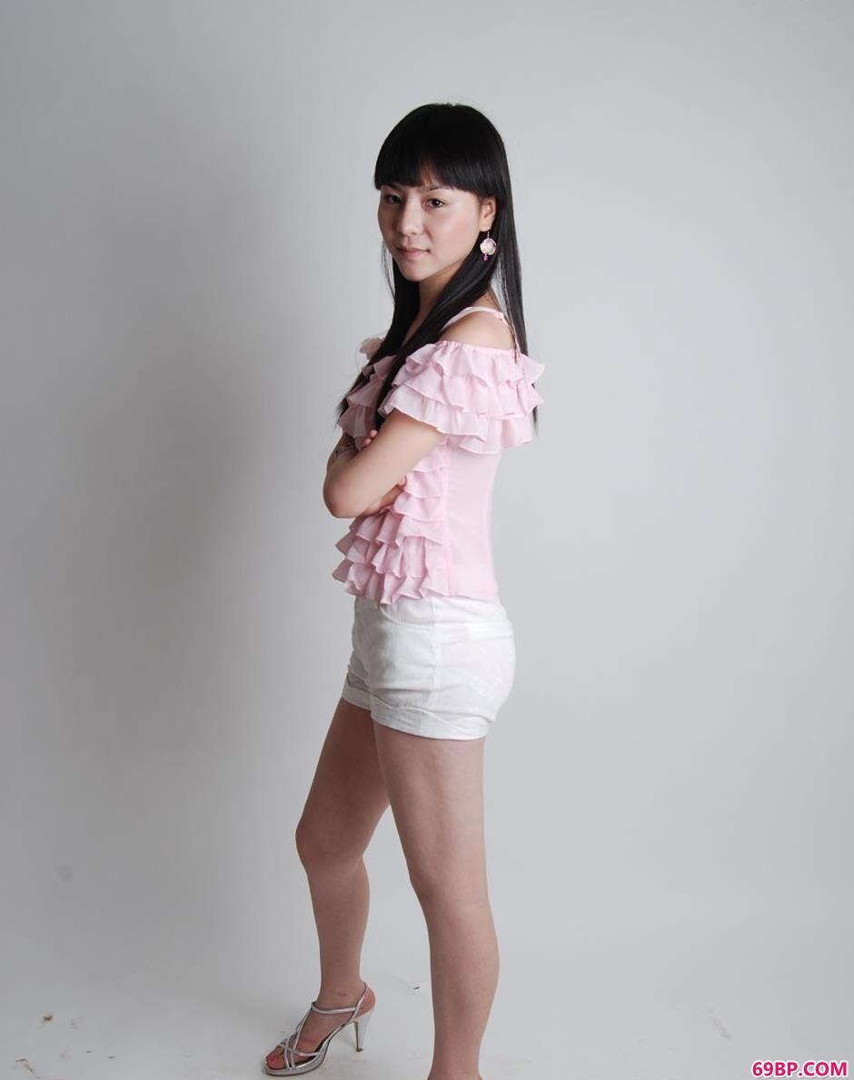 清纯水嫩的女神第一次_超模苏凡室拍清纯美体1