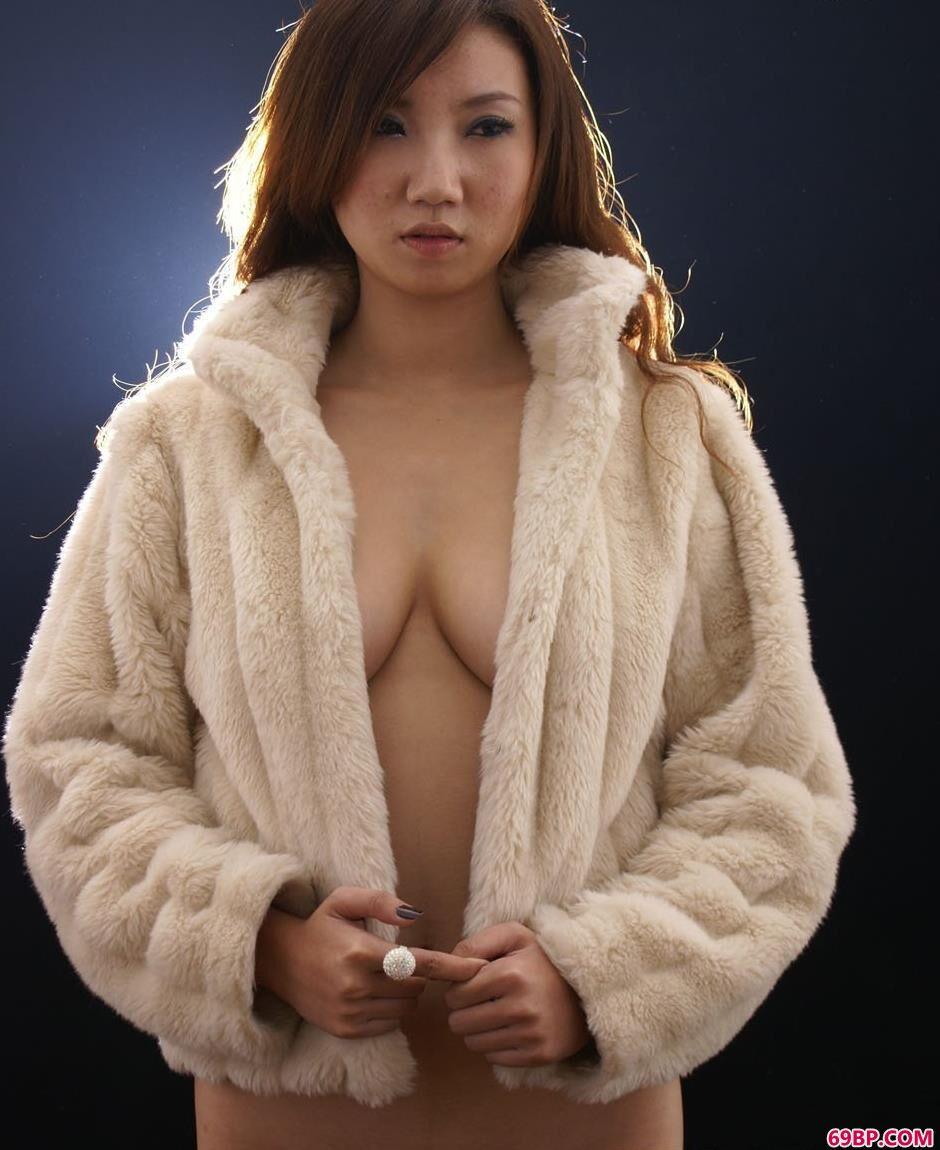 美模诺诺室拍娇嫩人体_G0G0全球美女大胆艺术