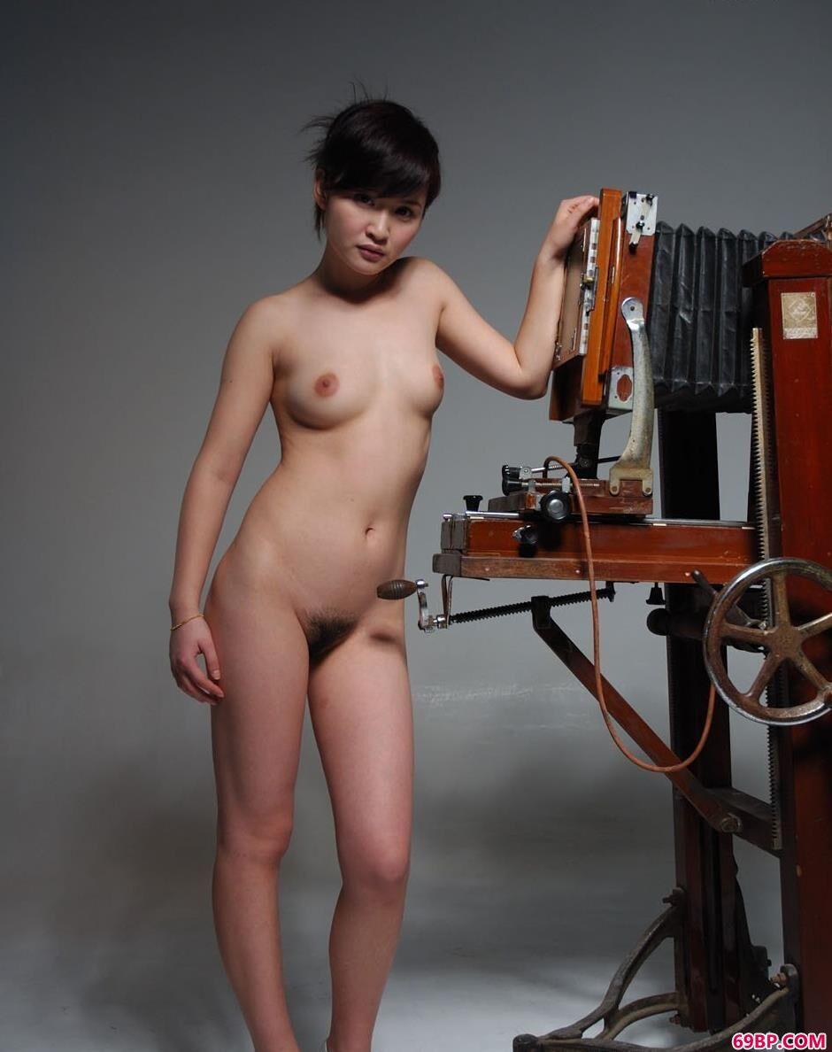 超模judy在老式相机前的性感人体1_美��12p