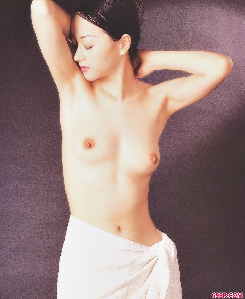 国模冰漪宾馆150p_天津出版社出品室拍的性感人体1