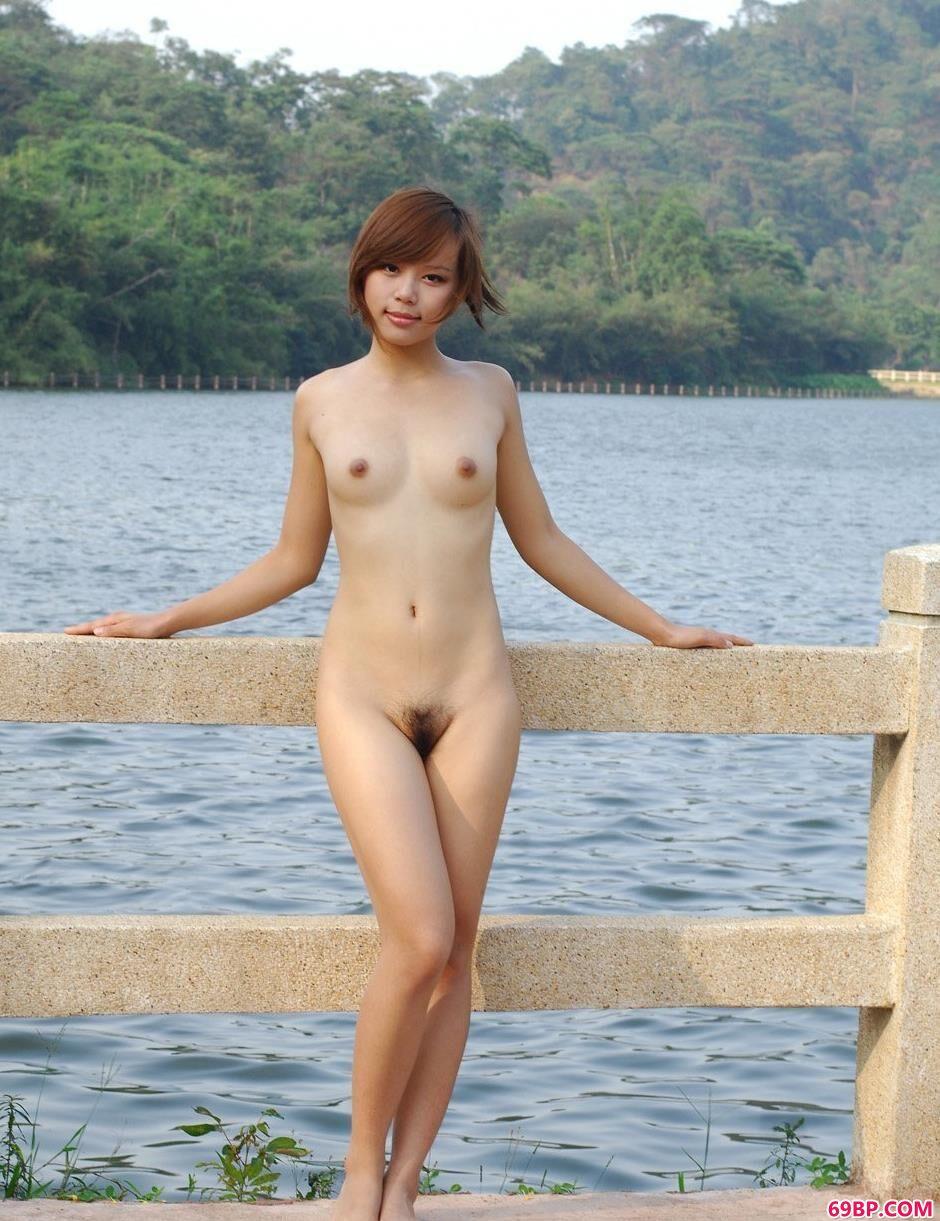 名模清羽水库边上的勾魂美体