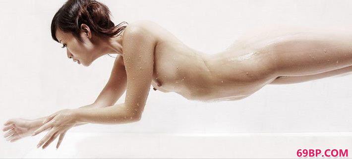 美模慕思室拍湿身人体