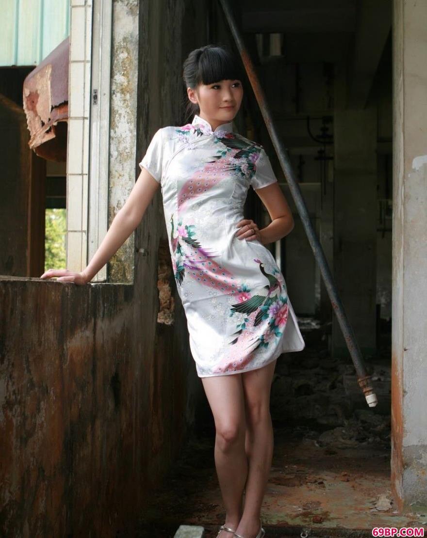 美模仙云废墟中的娇娃1