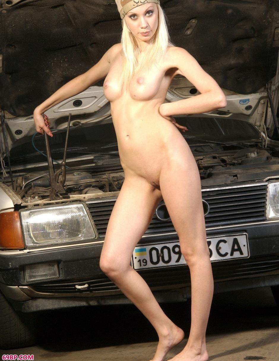 嫩模艾拉Ira工具屋里的性感人体2