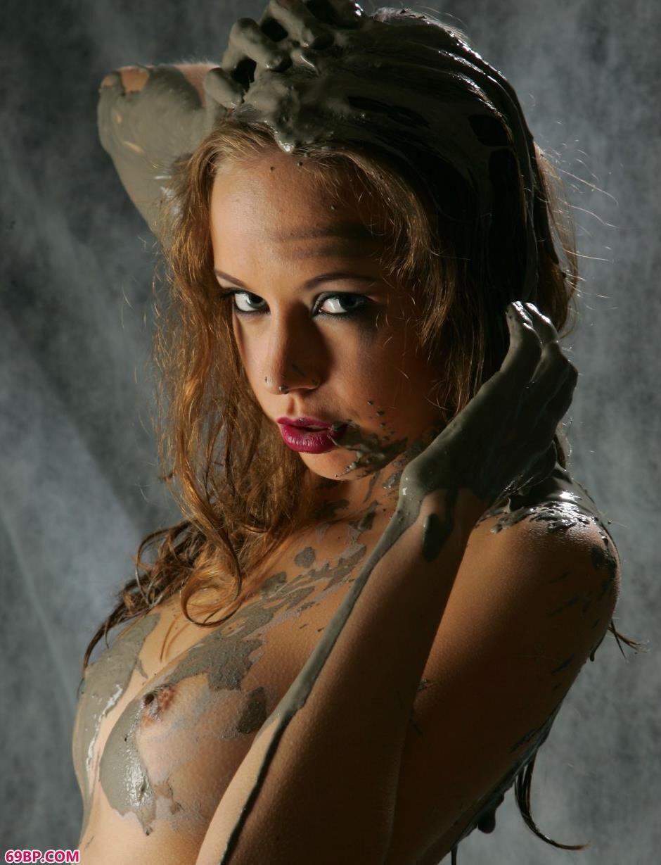 丶欧美人体艺术摄影,名模耐莉Nelly室拍泥巴人体2