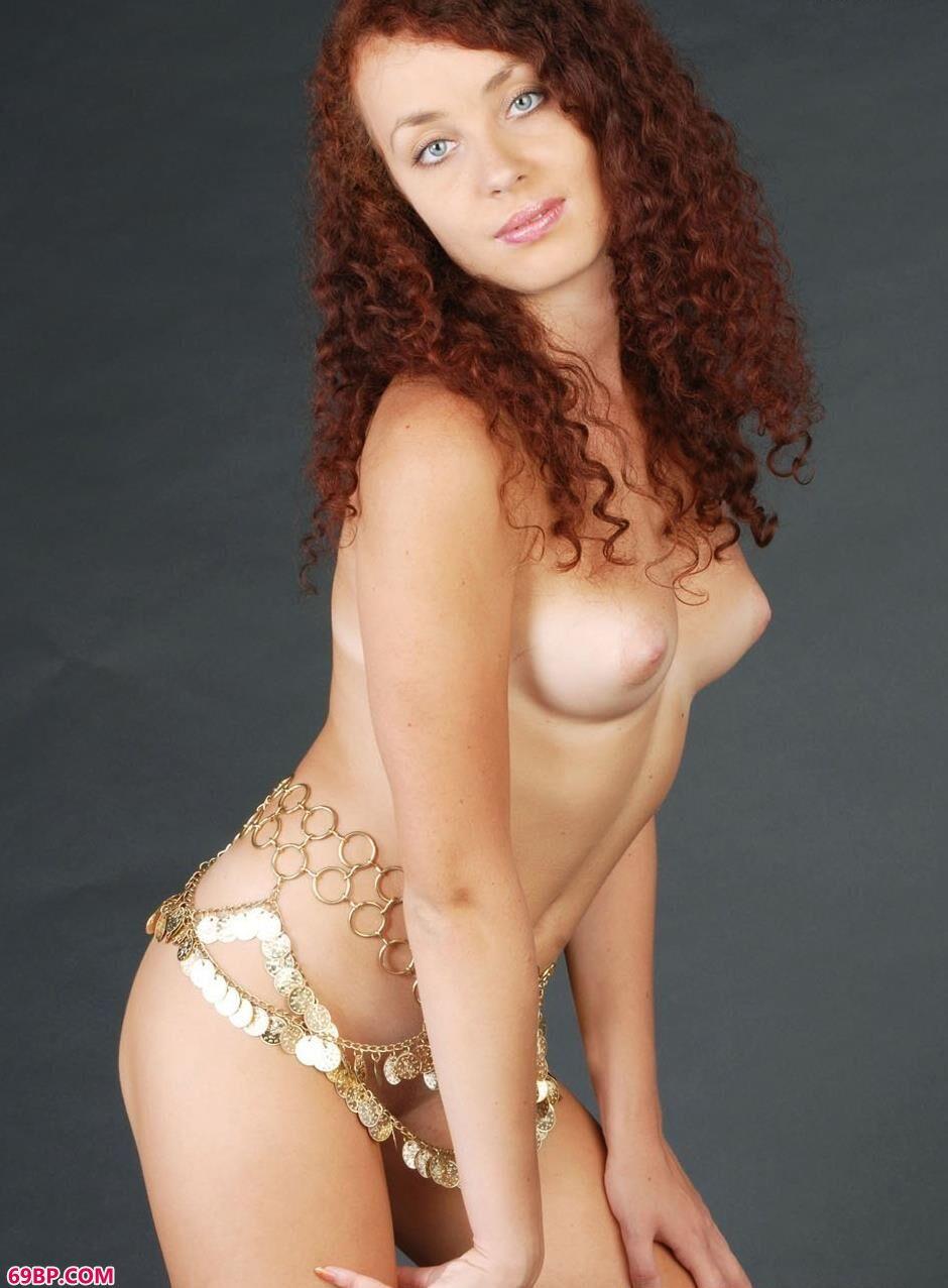 欧美裸体艺术_超模Lesley妩媚的金腰链