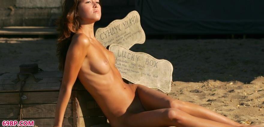 古铜色的肌肤-银团-幸运盒3_丰满巨肥大屁股BBW