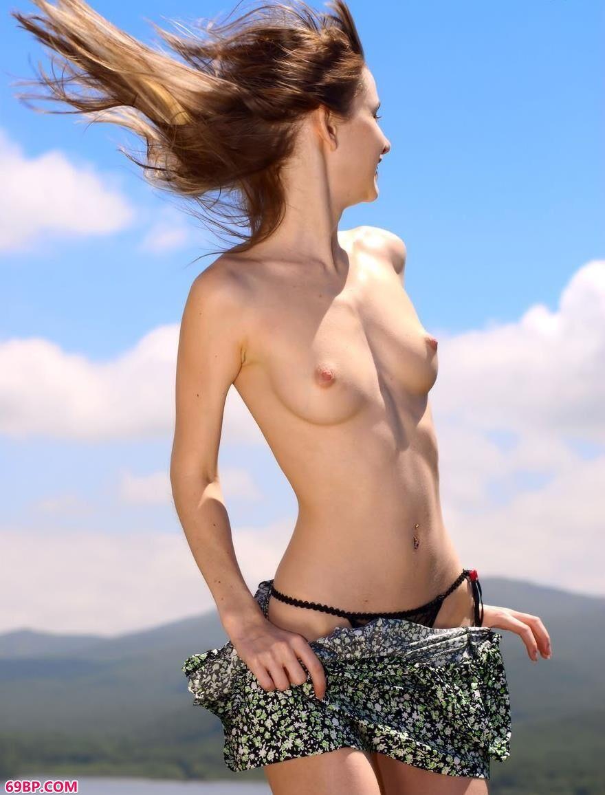 裸模安雅爱抚微风2