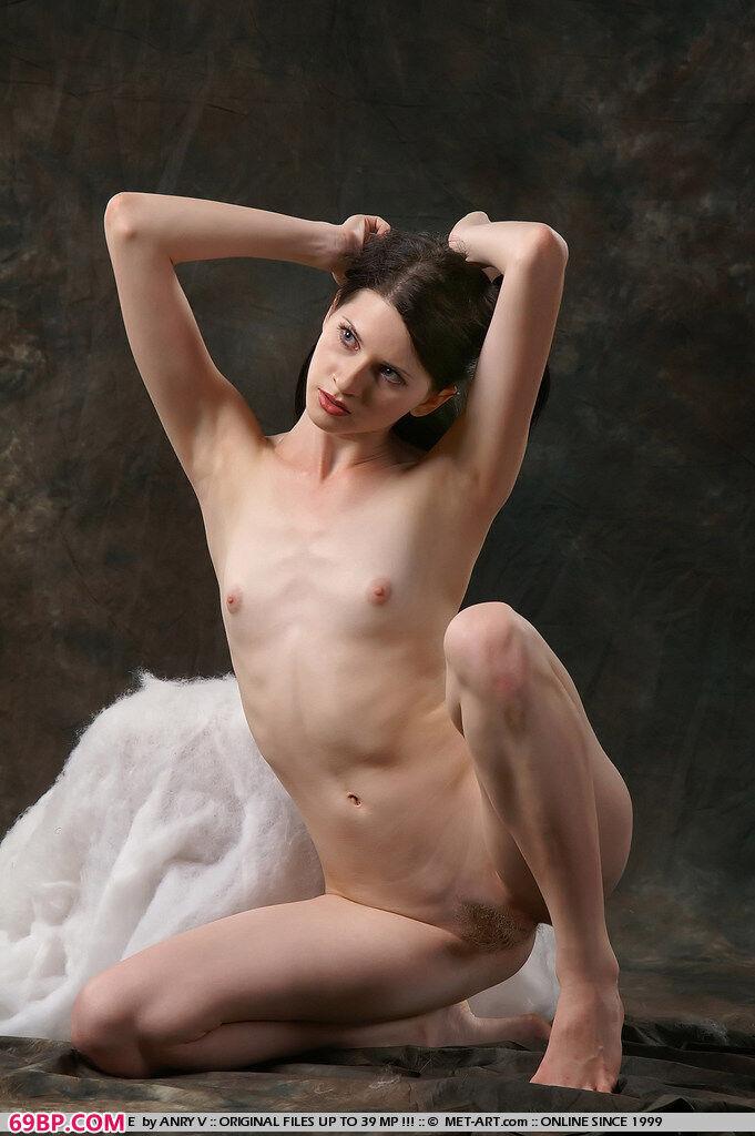 白嫩俄罗斯美嫩模室拍人体