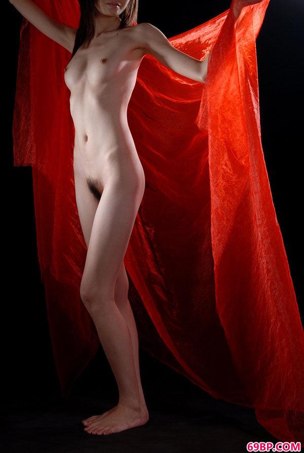 东洋嫩模人体艺术之红帆艳舞