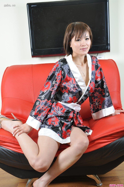 黄歆苑_绝色名模雨露约拍阴户绝品人体写真